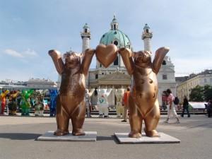 The_Golden_Buddy_Bears_in_Vienna