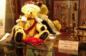 mishki-teddy-muzey-igrushek-Yaponiya-Nagano-10-300x198