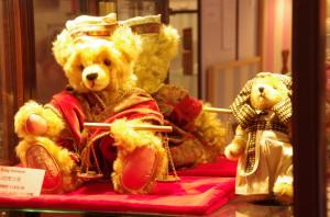 mishki-teddy-muzey-igrushek-Yaponiya-Nagano-12-300x198