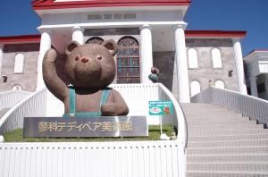 mishki-teddy-muzey-igrushek-Yaponiya-Nagano-2-300x198