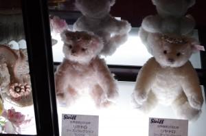 mishki-teddy-muzey-igrushek-Yaponiya-Nagano-23-300x198
