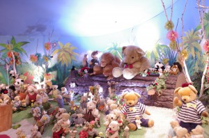 mishki-teddy-muzey-igrushek-Yaponiya-Nagano-44-300x198